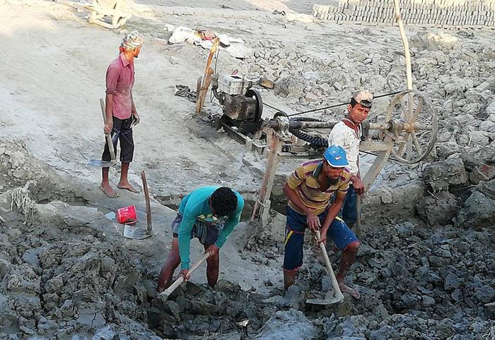 সুন্দরবন সংলগ্ন লোকালয়ে ইট পোড়ার অপরাধে তিন ইট ভাটায় ৯০হাজার টাকা জরিমানা