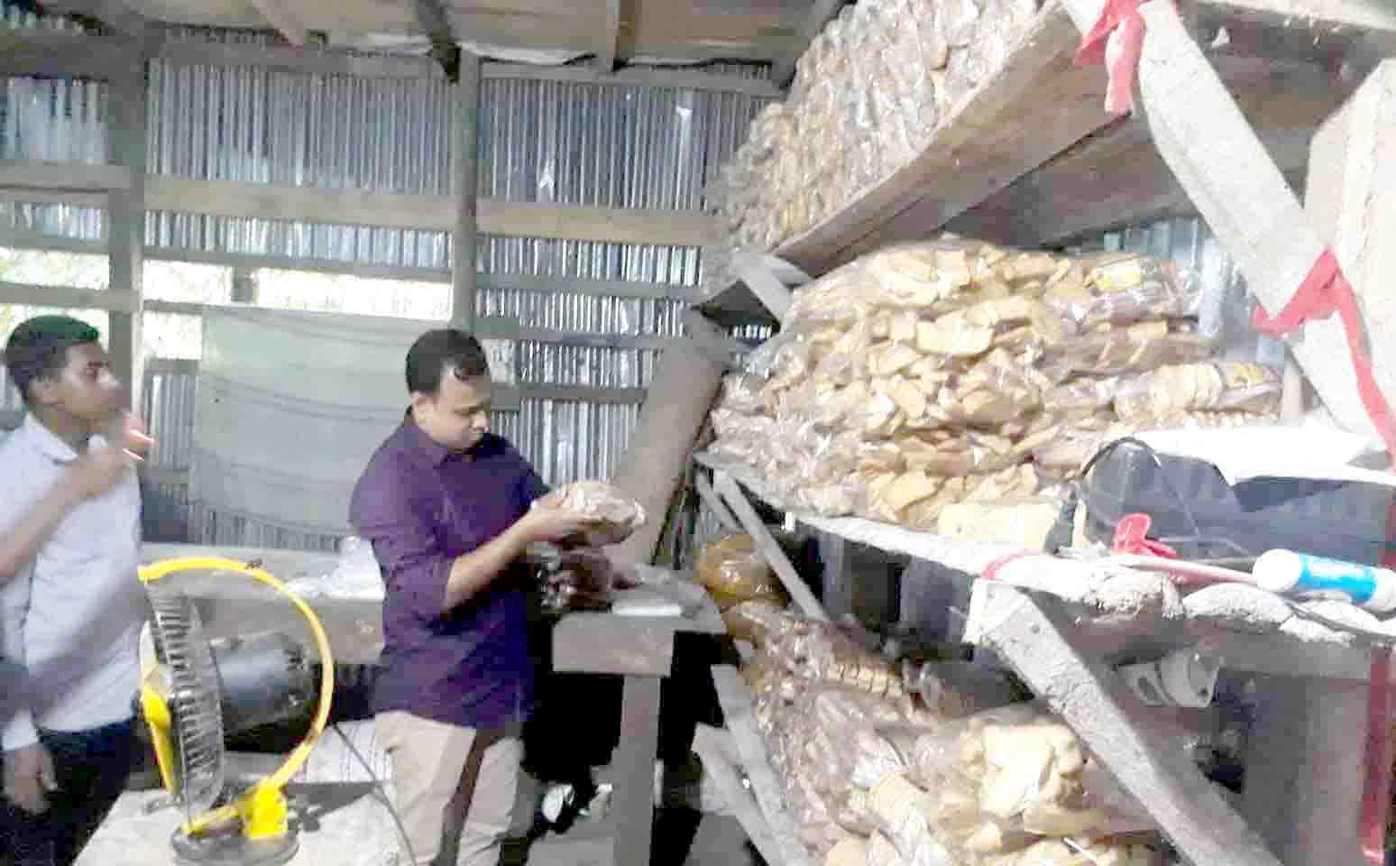 মিরুখালীতে বেকারি মালিককে ৫ হাজার টাকা জরিমানা